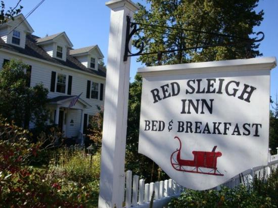 Red Sleigh Inn: The Inn's Entrance