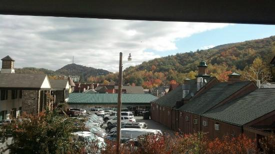 Smokyland Motel: The view From our room
