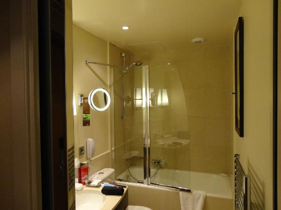 Pictures of Small Elegant Bathrooms submited images Pic2Fly