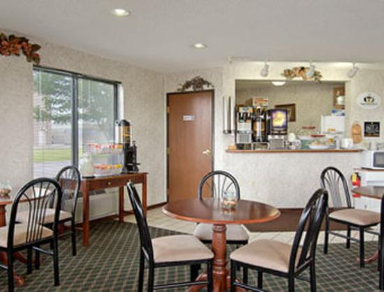 Super 8 I-70: Breakfast Area