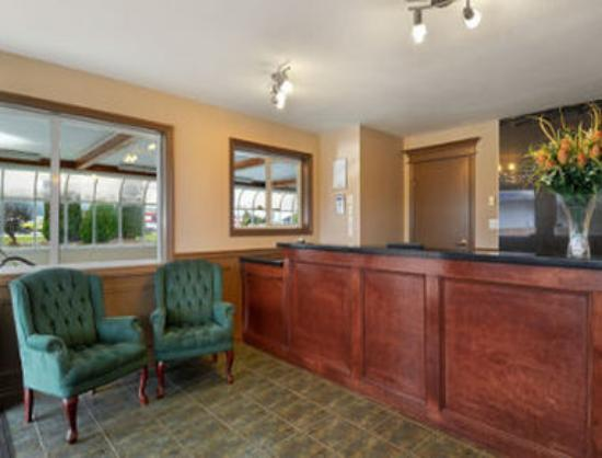 Travelodge - Salmon Arm: Front Desk