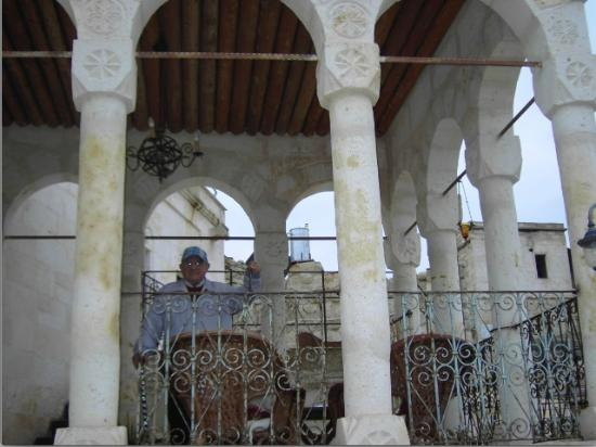 Meleklerevi Cave Hotel: Dad on his terrace in front of his room on 3rd floor