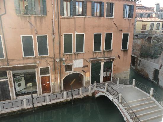 Charming House DD724: View of Canal from Room