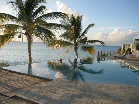 Cocobay Resort: The new pool and wedding service area