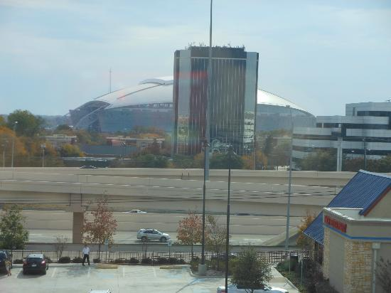 Holiday Inn Arlington NE: Cowboys Stadium view from room