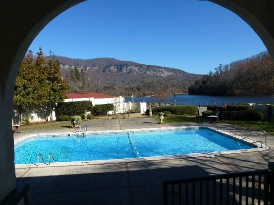 The 1927 Lake Lure Inn and Spa: Pool from outdoor Lounge area