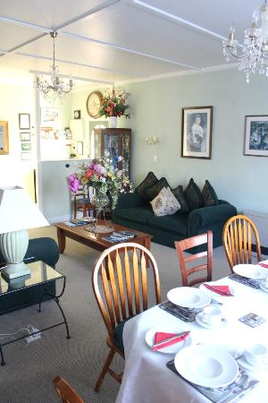 Mon Logis Bed and Breakfast: living room