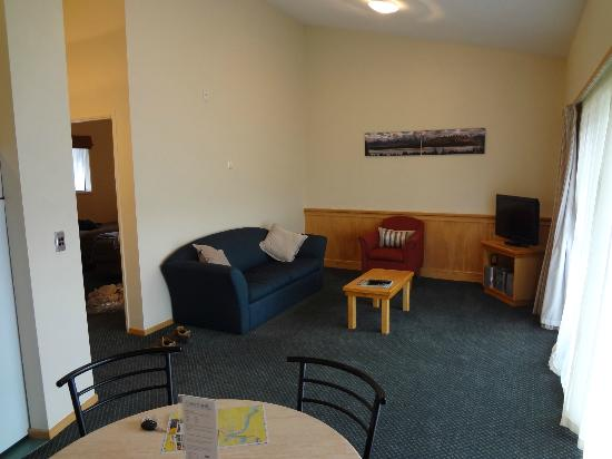 Clearbrook Motel: Living Room Area