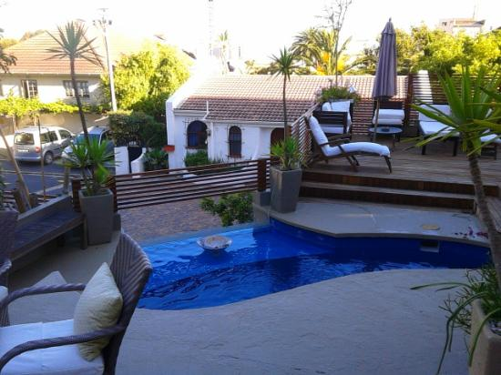 Romney Lodge: The pool area and terrasse