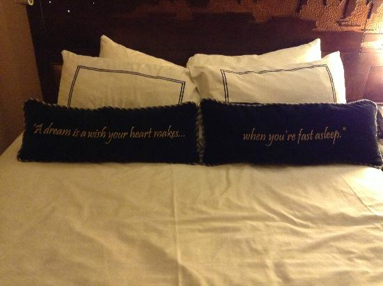 Disneyland Hotel: love the pillows