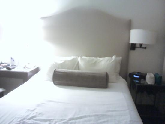 International House Boutique Hotel: bed