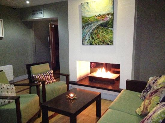 Hotel Doolin: Inviting Fireplace in Lobby
