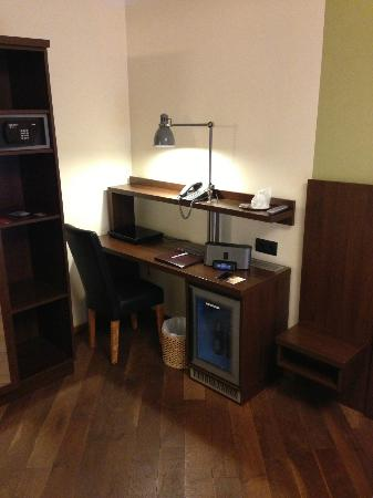 Hotel Deutsche Eiche: Desk area