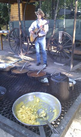 Mayan Dude Ranch: ENTERTAINMENT WITH BREAKFAST