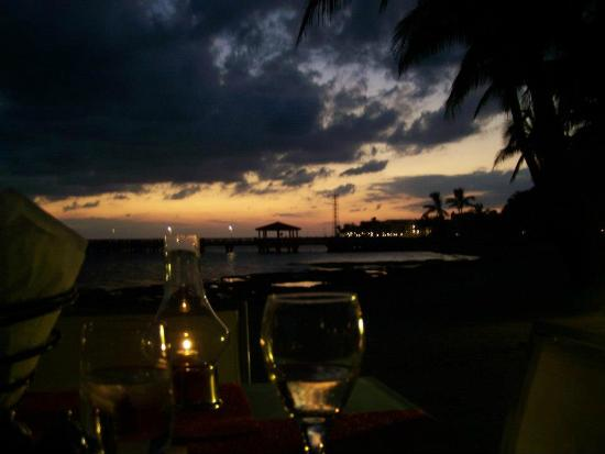 Casa Marina, A Waldorf Astoria Resort: Must, must do - dinner on the beach at Sun Sun Grill!!