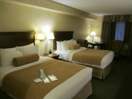 ‪‪BEST WESTERN PLUS Couchiching Inn‬: Spacious Room‬