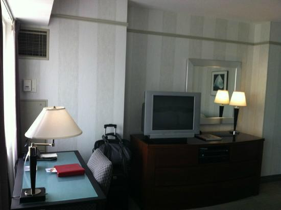 The Sutton Place Hotel: Office desk and older TV