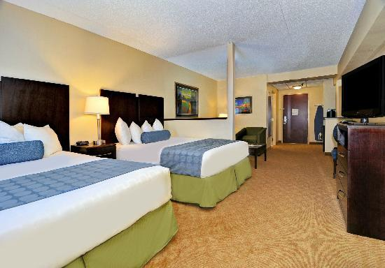 BEST WESTERN PLUS Waynesboro Inn & Suites Conference Center: Suite with 2 Queen Beds and Convertible Sofa Bed