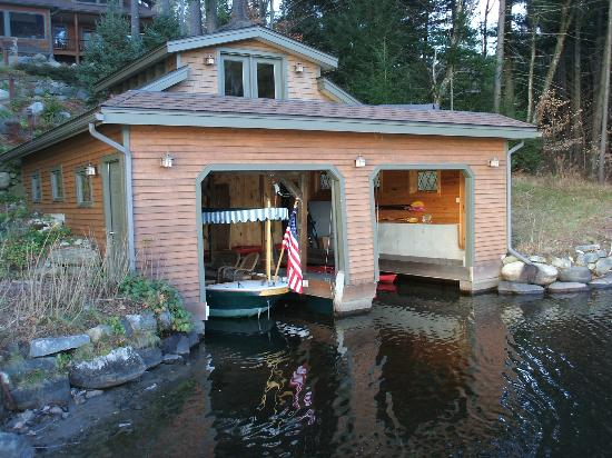 Chestertown, Nowy Jork: The boat house on the lake
