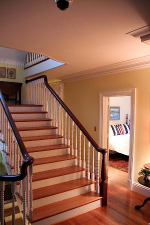 Hornsby House Inn: Beautiful staircase
