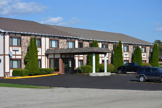Sky Lodge Inn & Suites: Entrance