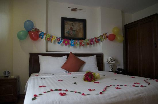 Surprise birthday decorations picture of hanoi charming for Hotel room decor for birthday