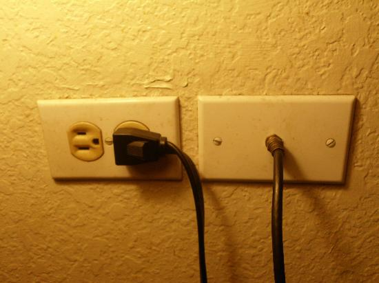 Super 8 Waukegan: TV outlet