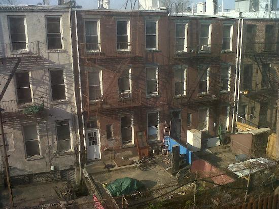 Sleep Inn Brooklyn: Not a nice view, but wasn't in the room for that, TG