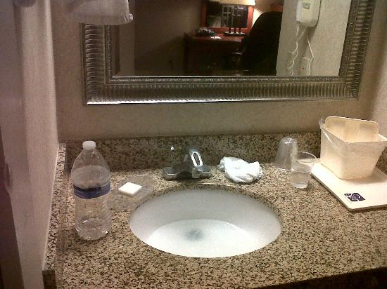 Sleep Inn Airport: sink that didn't drain