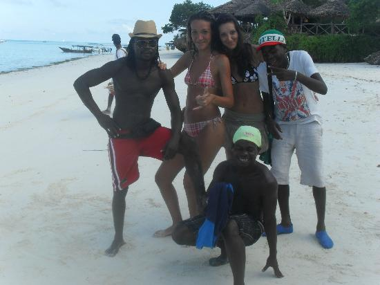 Baobab Beach Resort: Con i beach boyssss!!!!Puntocom, Raggio di sole e Balotelli!