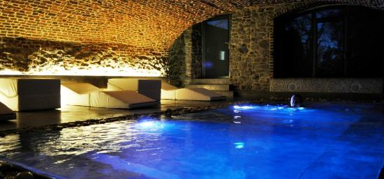 Piscine int rieur picture of namur namur province for Hotel piscine interieur