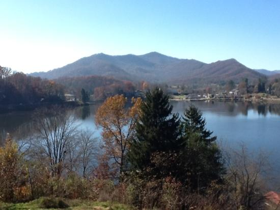 Lake Junaluska Conference and Retreat Center: view from the cross next to lambath inn