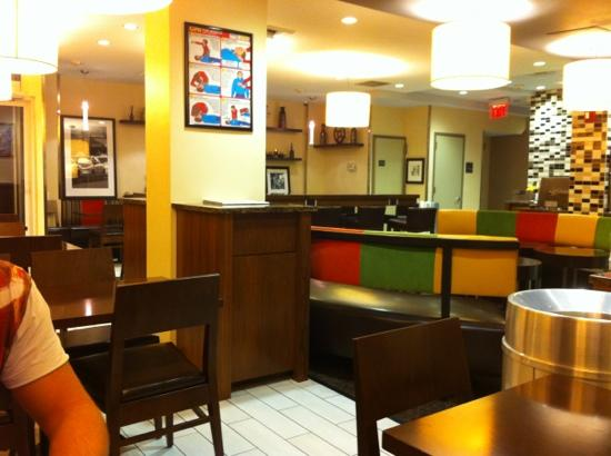 Hampton Inn Madison Square Garden: clean and comfy breakfast room