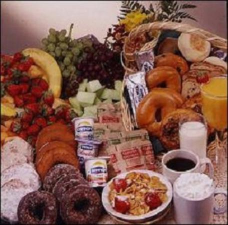 Westfield Inn & Suites: Breakfast