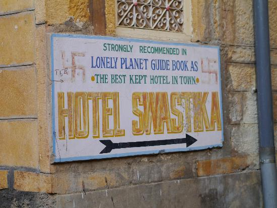 Hotel Swastika Jaisalmer: Sign at the beginning of the street