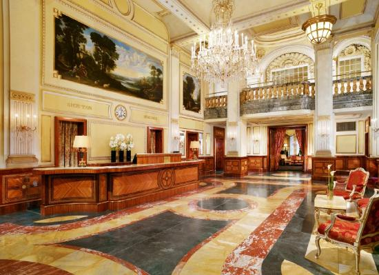 Hotel Imperial Vienna: Hotel Lobby