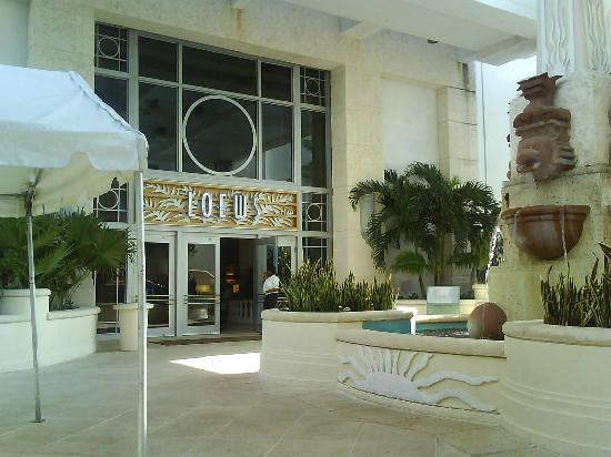 Loews Miami Beach Hotel: Entrada