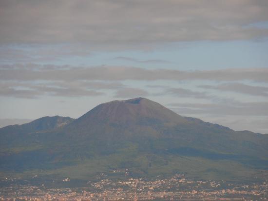 Grand Hotel Vesuvio: Vesuvio crater taken from roof terrace.