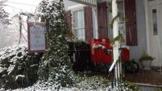 Artist's Inn and Gallery: It IS beginning to look a lot like Christmas!