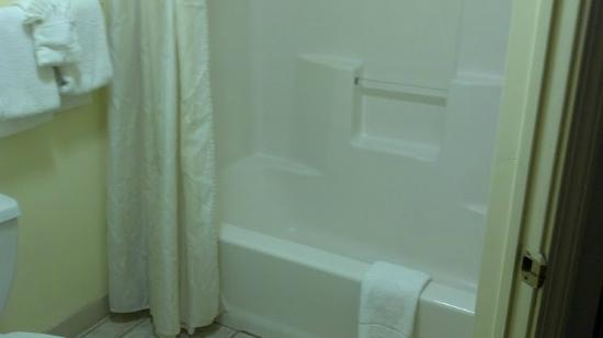 Flagship Inn And Suites: nice shower!