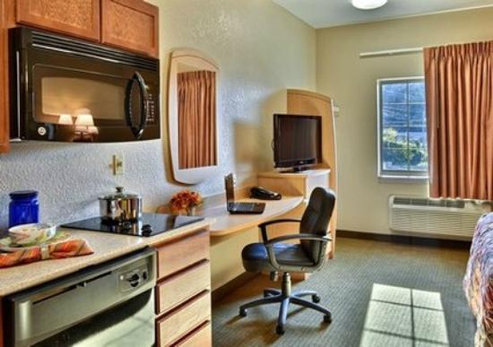 Suburban Extended Stay Hotel: Kitchen and Work Desk