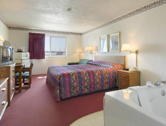 Sioux City/North Super 8 Motel: Jacuzzi Suite