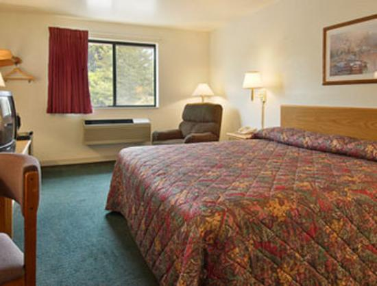 Super 8 Prince Frederick: Standard King Bed Room
