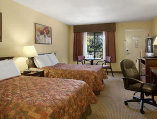 Days Inn San Bernardino/Redlands: Standard Two Double Bed Room