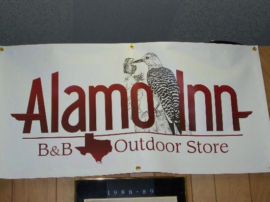 Alamo Inn: Outdoor Store