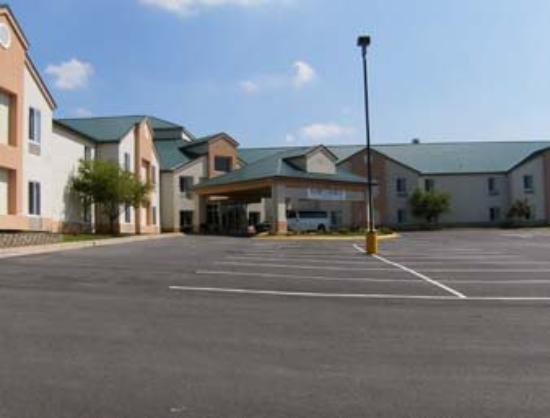 Quality Suites Airport Kansas City: Welcome to the Hawthorn Suites by Wyndham Kansas C