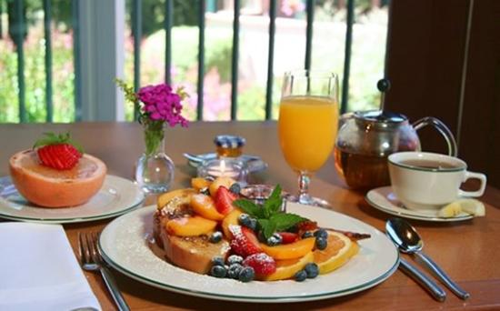 Applewood Inn: Breakfast