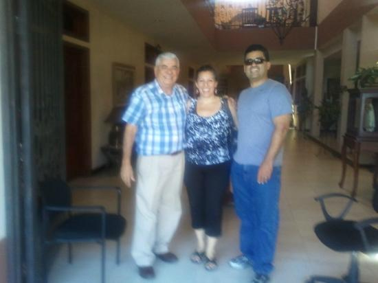 Hotel Internacional Managua: My husband and I with the hotel owner, Roberto.