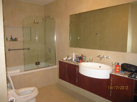 Blue Haven Resort: master bath