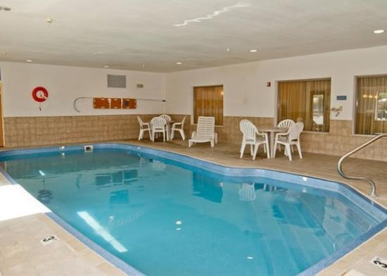 Comfort Inn: Pool IN